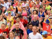Runners nella fase iniziale di una maratona