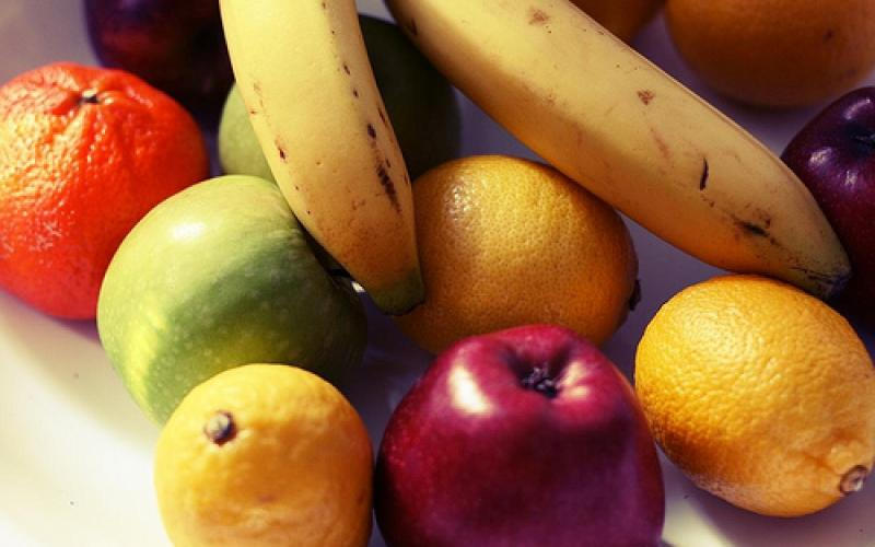 La frutta contruibuisce ad attivare il metabolismo